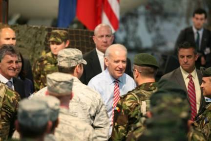 Joe Biden in vizita la Baza 90 Transport Aerian Otopeni