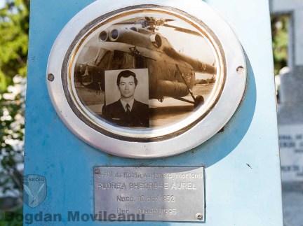 Fotografia de la mormantul Dl. General de Flotila (post mortem) Aurel Florea