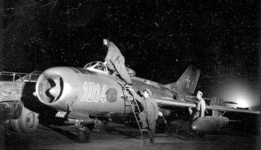Avion de vanatoare supersonic MiG-19 P