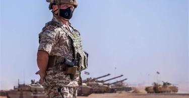 Regele Abdullah II bin Al-Hussein al Iordaniei în fața tancurilor Leclerc