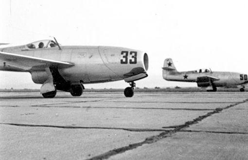Celulă de avioane Iak-23 înainte de decolare; aerodromul Ianca, anii '50 (© ARIPI ARGINTII)