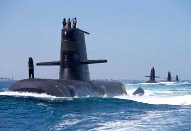 Submarine clasa Collins - HMAS Collins, HMAS Farncomb, HMAS Dechaineux si HMAS Sheean