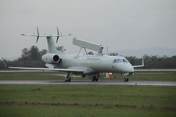 Um Embraer AWAC da FAB (http://www.rescate.com)