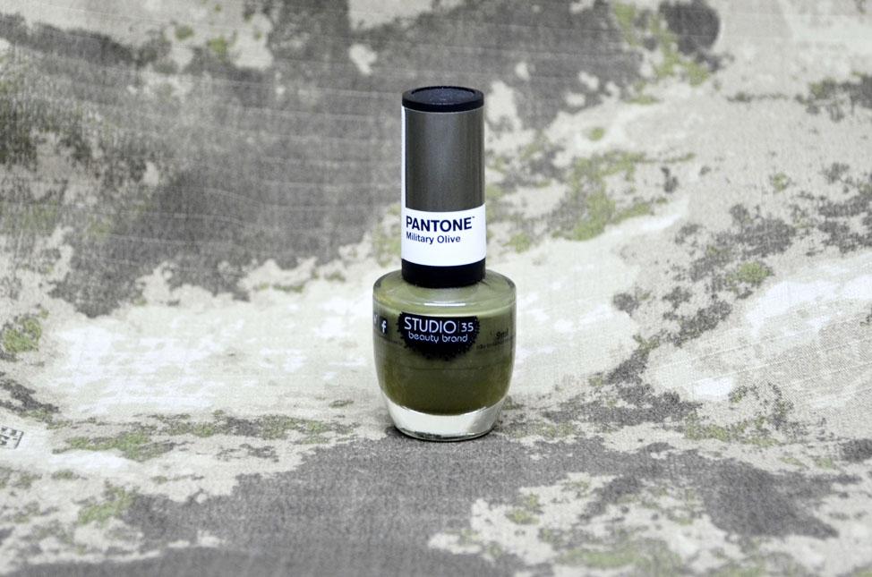 Esmalte Military Olive da coleção Pantone Studio 35