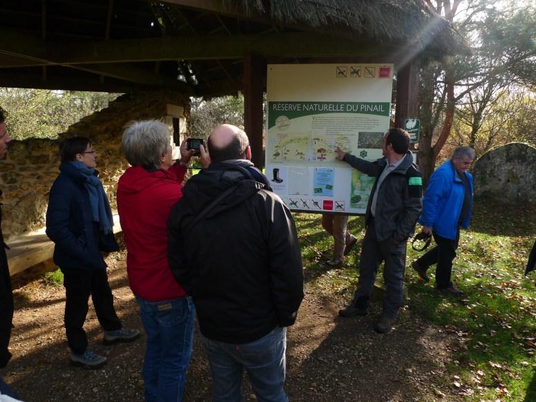 Pascal Dubech présente la Réserve du Pinail lors d'une Sortie sur la réserve naturelle du Pinail pour le CA 2014 RNF