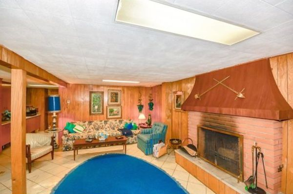 Brick Home Looks Plain From The Outside But Inside Its A Perfectly Preserved 1950s Time Capsule