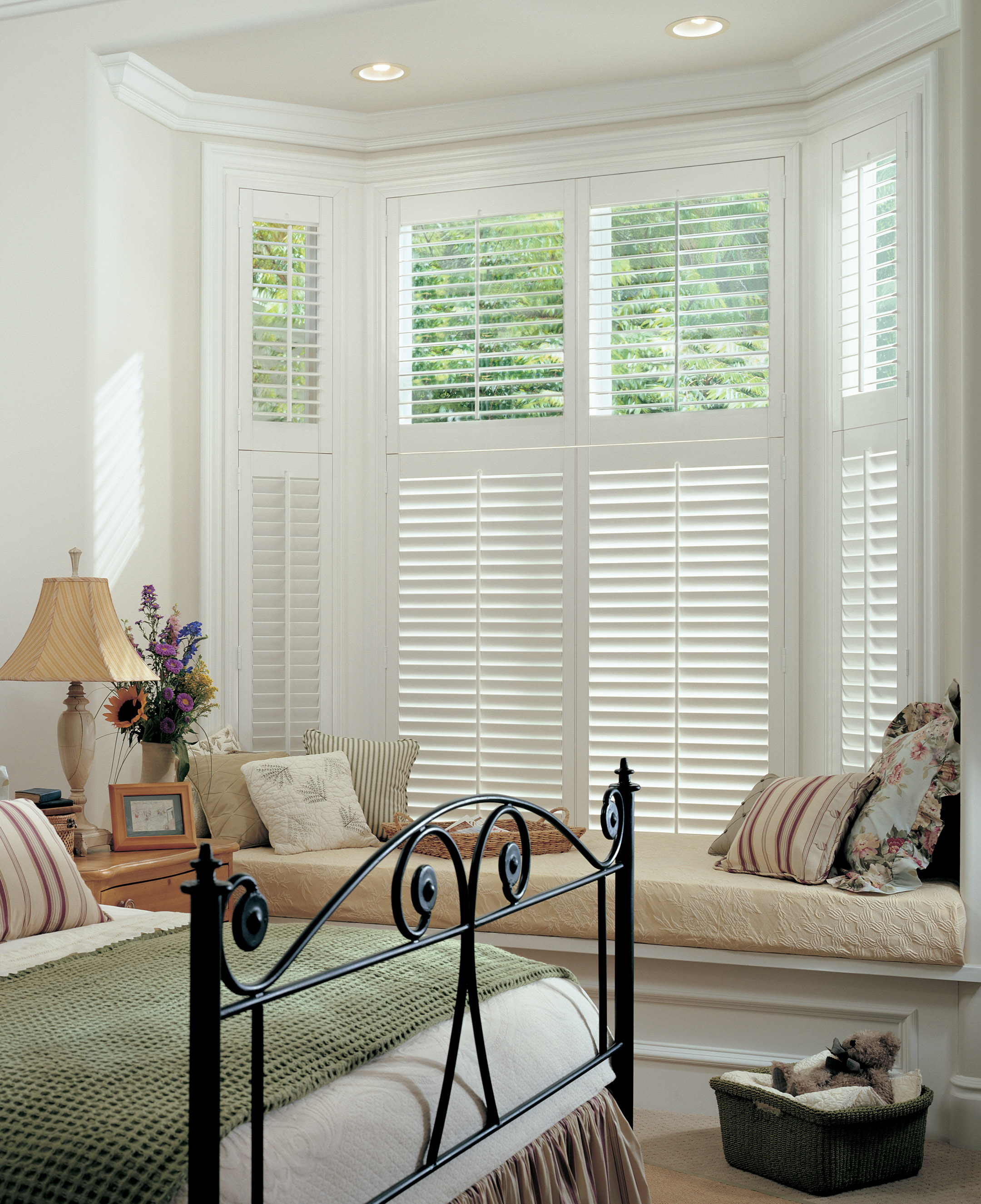 Styles And Ambience Of A Perfect Window Blinds And Shutters