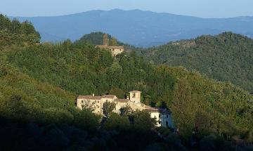 Abbazia medioveale del XIII secolo in Umbria, pefettamente integra dopo 800 anni di sismi.