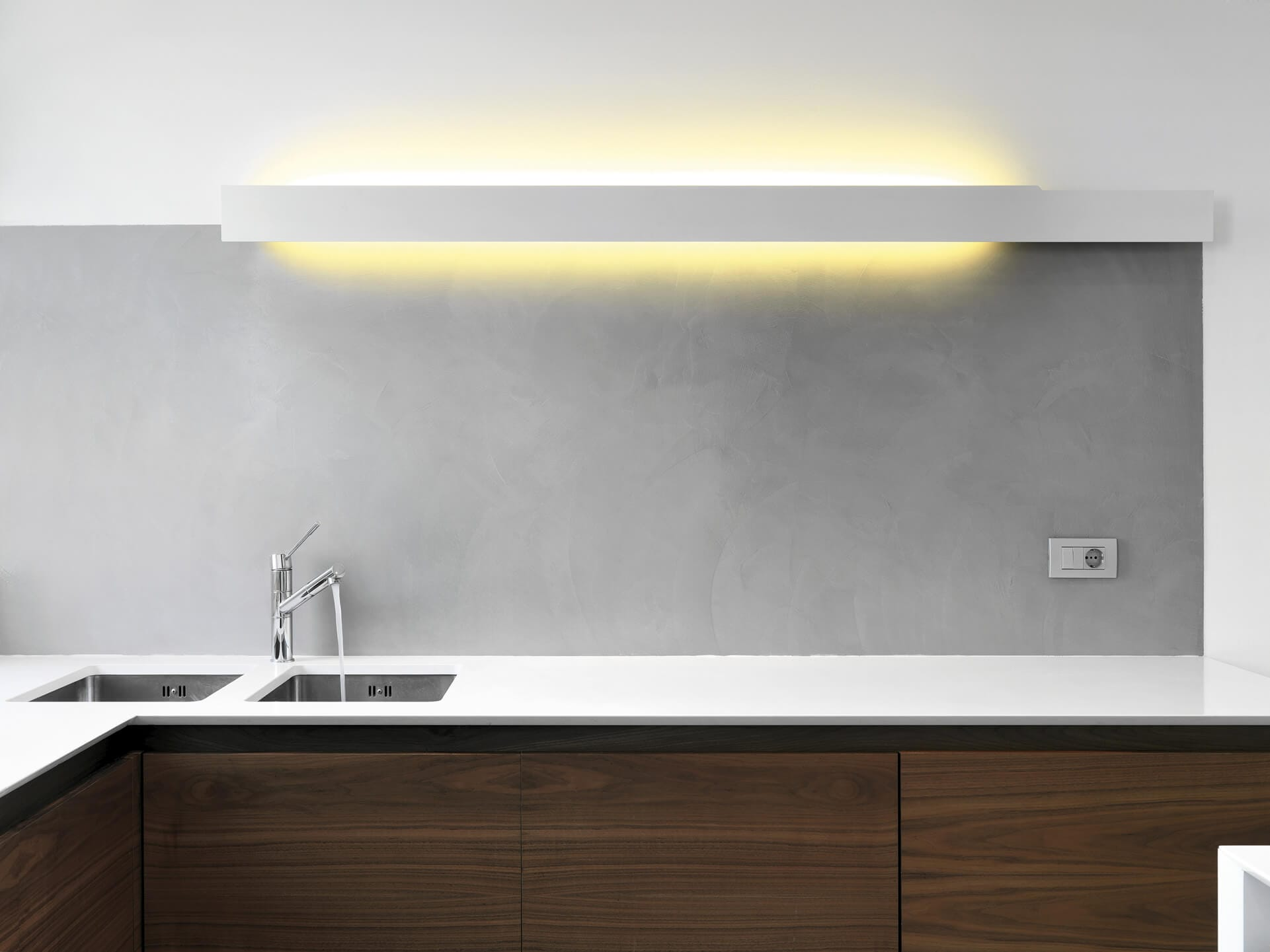 Grazie alla sua esclusiva caratteristica,è in grado di rivestire e proteggere le tue pareti con uno. Rivestimento Cucina In Resina Pareti In Resina Resingroup