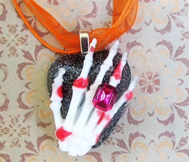 skeleton hand pendant DIY