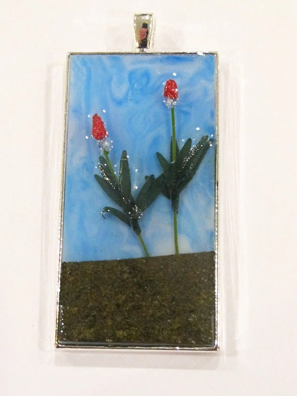 diorama resin pendant with flowers