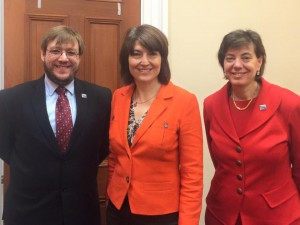Philip Pauli, Cathy McMorris Rodgers and Jennifer Laszlo Mizrahi posed and smiling for a photo wearing business suits