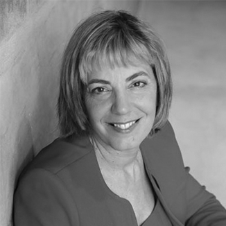 headshot of Jennifer Mizrahi smiling and facing the camera grayscale photo