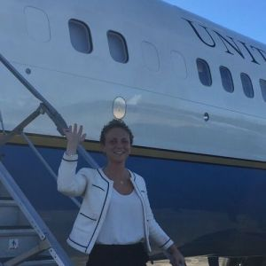 Hannah Pincus waving in front of Air Force One