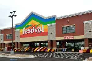 The outside of Festival Foods' 67,000-square-foot store in Hales Corners