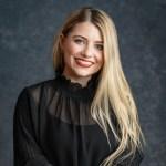 Ashley Eakin smiling headshot