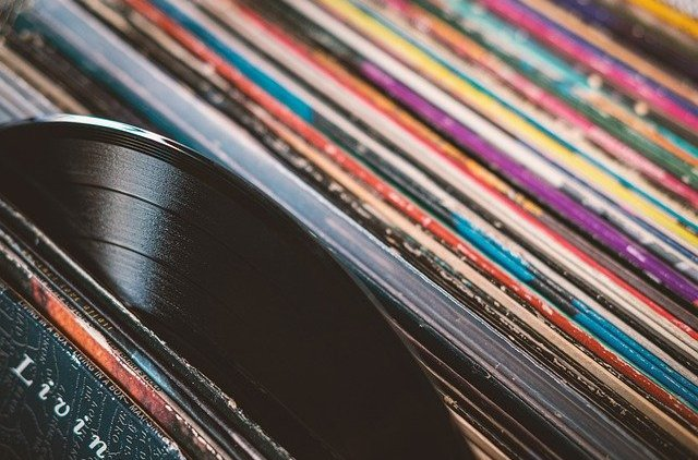 Are CDs Are Dead? If So, Long Live… Vinyl?
