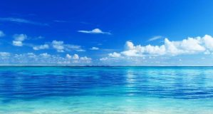 fond-ecran-paradisiaque-mer-turquoise-ciel-bleu-beach-wallpaper-1