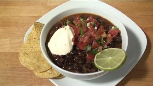 Cum se prepara supa de fasole neagra (video)
