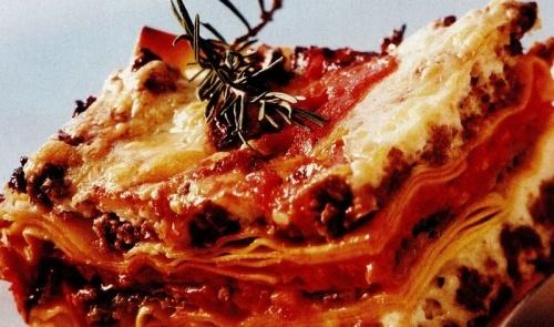 Lasagne cu rosii si carne tocata