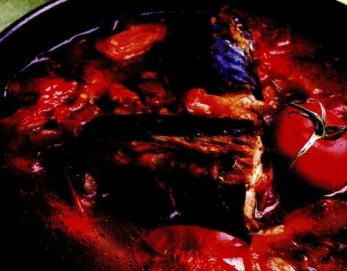 Macrou la cuptor cu roşii