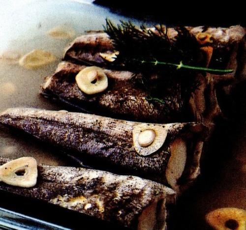 Peşte cu usturoi