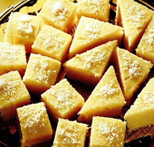 Prajitura cu iaurt si fulgi de cocos