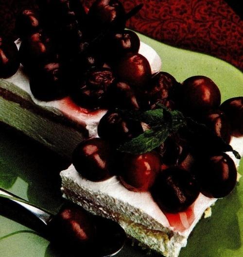 Prăjitură cu vişine şi cireşe