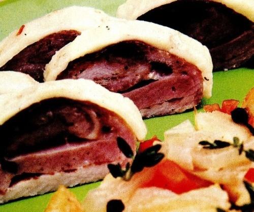 Ruladă de carne cu sos
