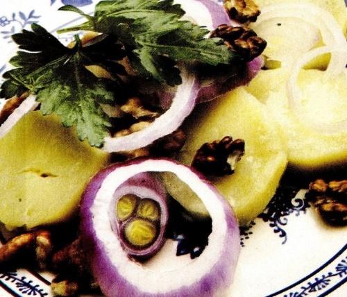 Salată de cartofi cu nuci