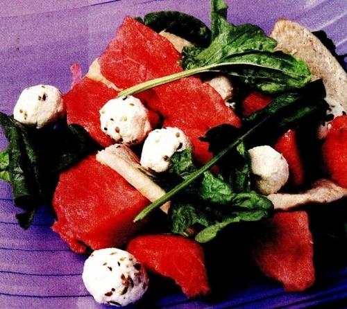 Salată de pui cu pepene roşu