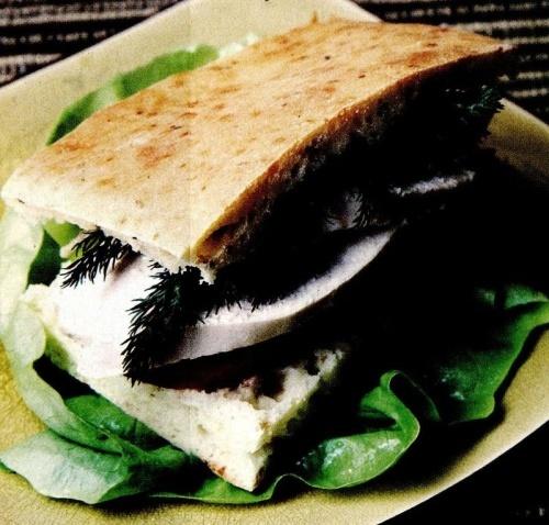 Sandviş cu pui şi legume
