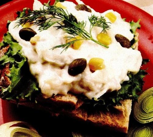 Sandviş cu salată de peşte
