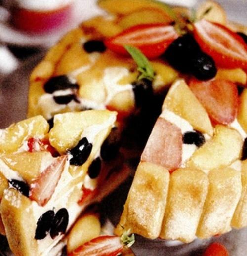 Sarlota cu fructe si branza alba