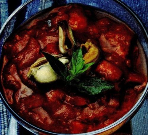 Scoici cu sos de roşii picant