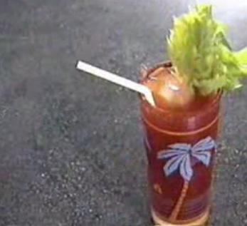 Cum se prepara Cocktail Bloody Caesar (video)