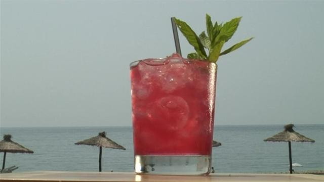 Cum se prepara Cocktail Mai Tai (video)