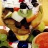 Desert cu salată de fructe si inghetata