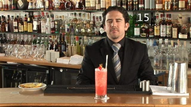 Cum se prepara Cocktail Singapore Sling (video)