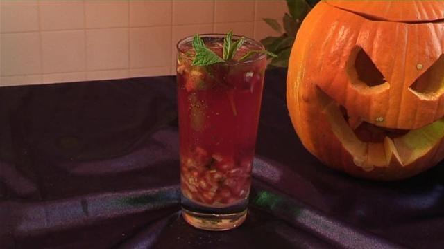 Cum se prepara Cocktail Pomegranate Mojito (video)