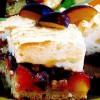 Prăjitură cu prune, nucă şi bezea