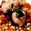 Pulpe de pui cu legume, caise confiate si miez de nucă