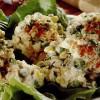 Salată de piept de pui cu porumb şi sos de maioneză