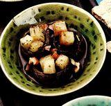 Tocăniţă de ciuperci cu ţelină si miez de nuca