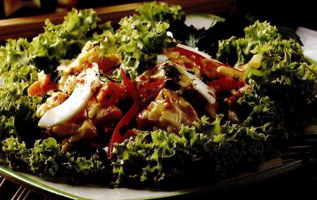 Reteta zilei: Salată de legume cu orez si piper alb