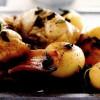 Iepure cu costiţă afumată şi cartofi noi