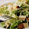 Caesar salad cu pui afumat