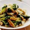 Paste la tigaie în stil asiatic, cu pui şi broccoli