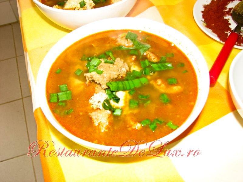 Reteta zilei: Supa picanta cu carne de porc si tofu