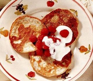 Clătite cu cereale, fructe si iaurt